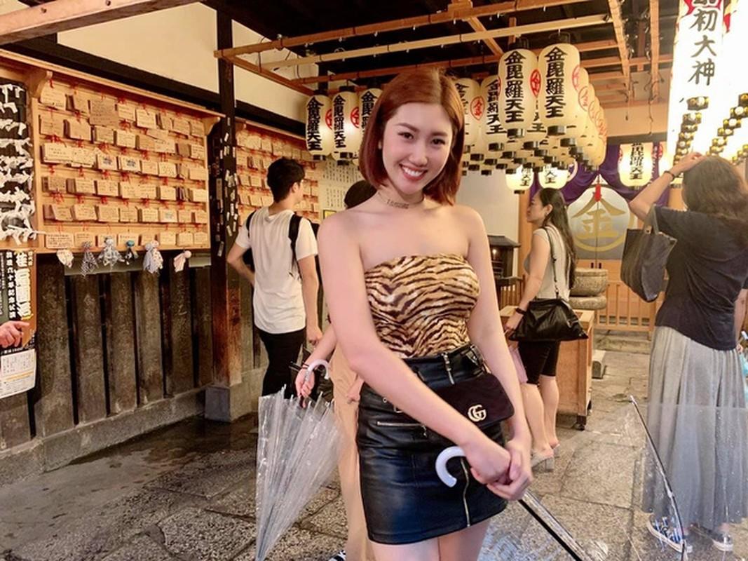 """Thuy Ngan giu than hinh dong ho cat """"nong bong"""" cuc nghiem ngat-Hinh-7"""