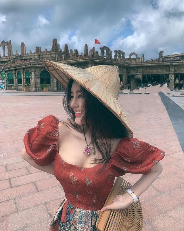 Gu thoi trang nong bong cua hot girl 10X Vo Ngoc Tran-Hinh-10