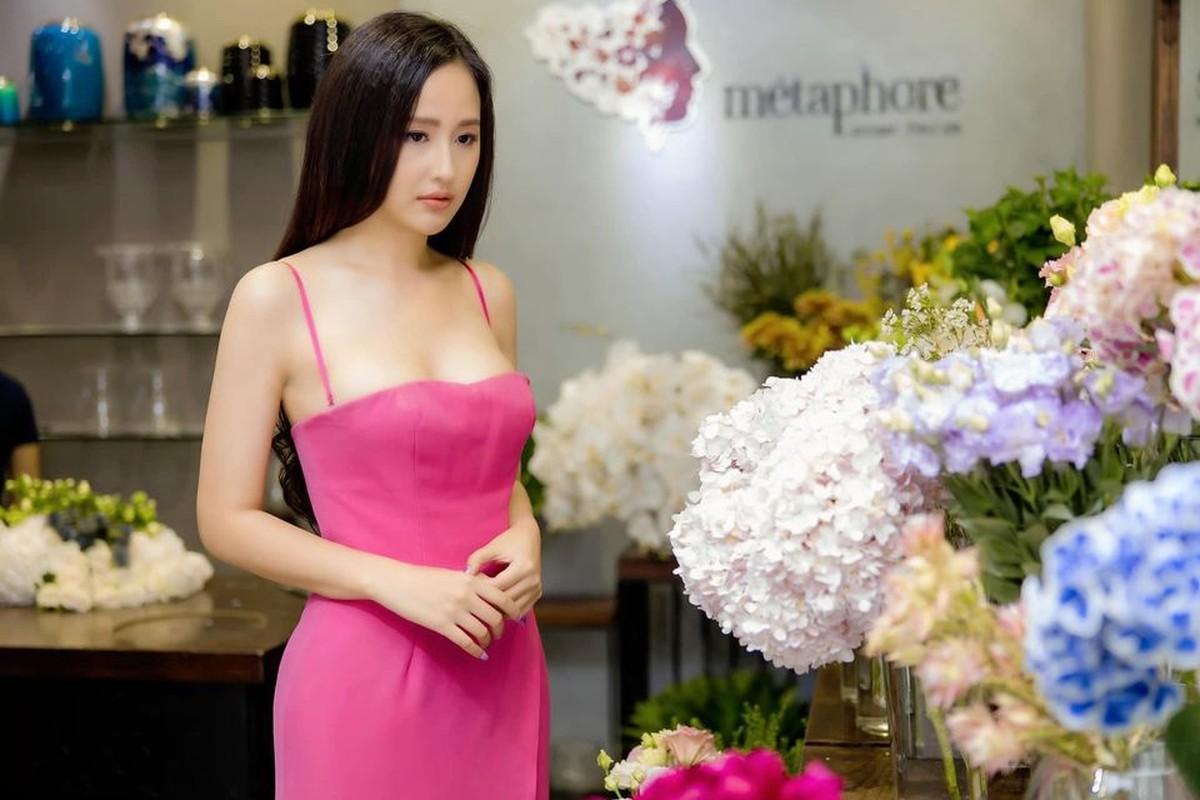 """Mai Phuong Thuy dien dam tre nai khien fan """"nhuc mat""""-Hinh-10"""