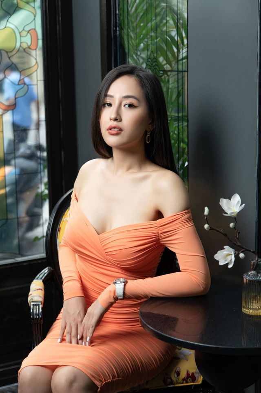 """Mai Phuong Thuy dien dam tre nai khien fan """"nhuc mat""""-Hinh-3"""