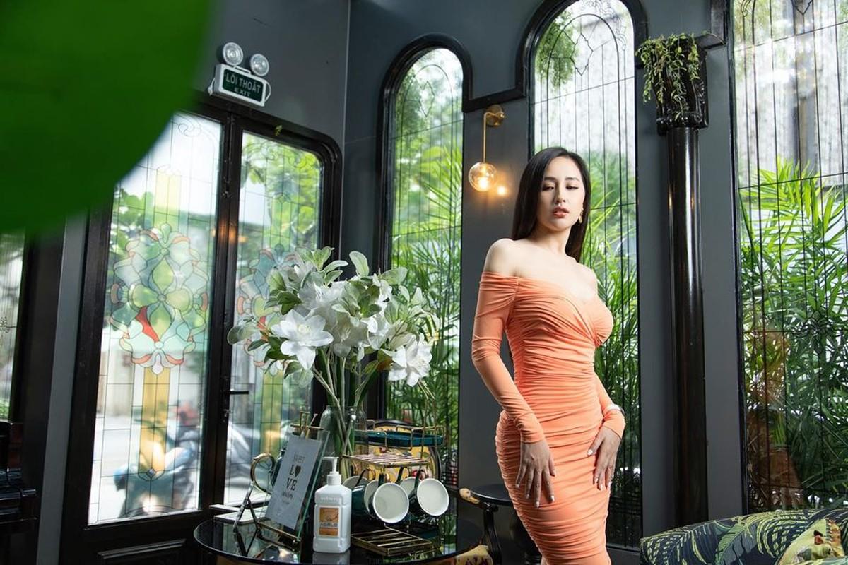 """Mai Phuong Thuy dien dam tre nai khien fan """"nhuc mat"""""""