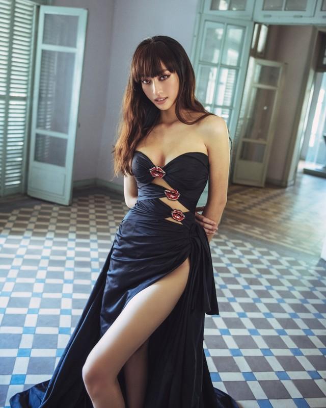 Trang phuc xe bao khoe doi chan 1m22 cua hoa hau Luong Thuy Linh-Hinh-2