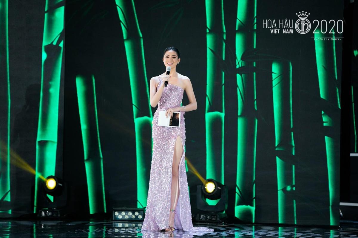 Trang phuc xe bao khoe doi chan 1m22 cua hoa hau Luong Thuy Linh-Hinh-6