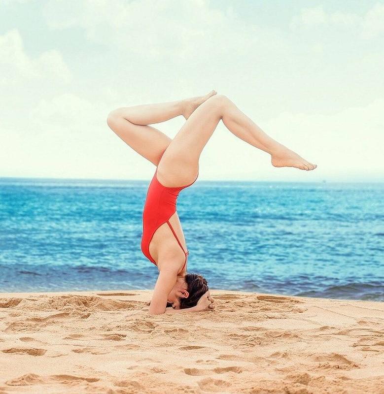 Ngam Phuong Trinh khoe duong cong goi cam voi cac tu the yoga nong bong-Hinh-12