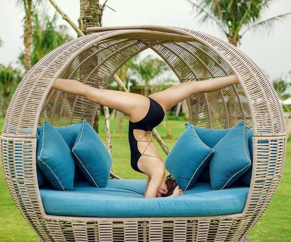 Ngam Phuong Trinh khoe duong cong goi cam voi cac tu the yoga nong bong-Hinh-4