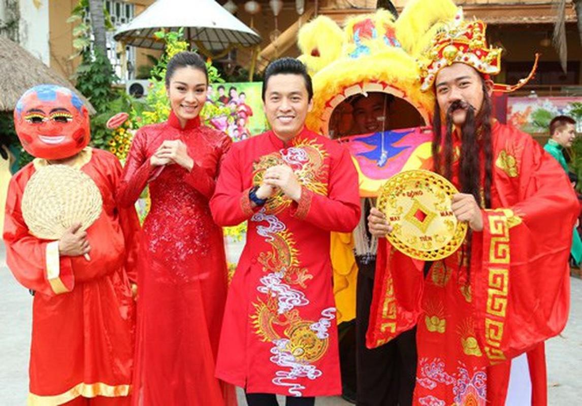 Tinh tre Le Quyen va cac sao nam dien ao dai don Tet cuc nam tinh-Hinh-11