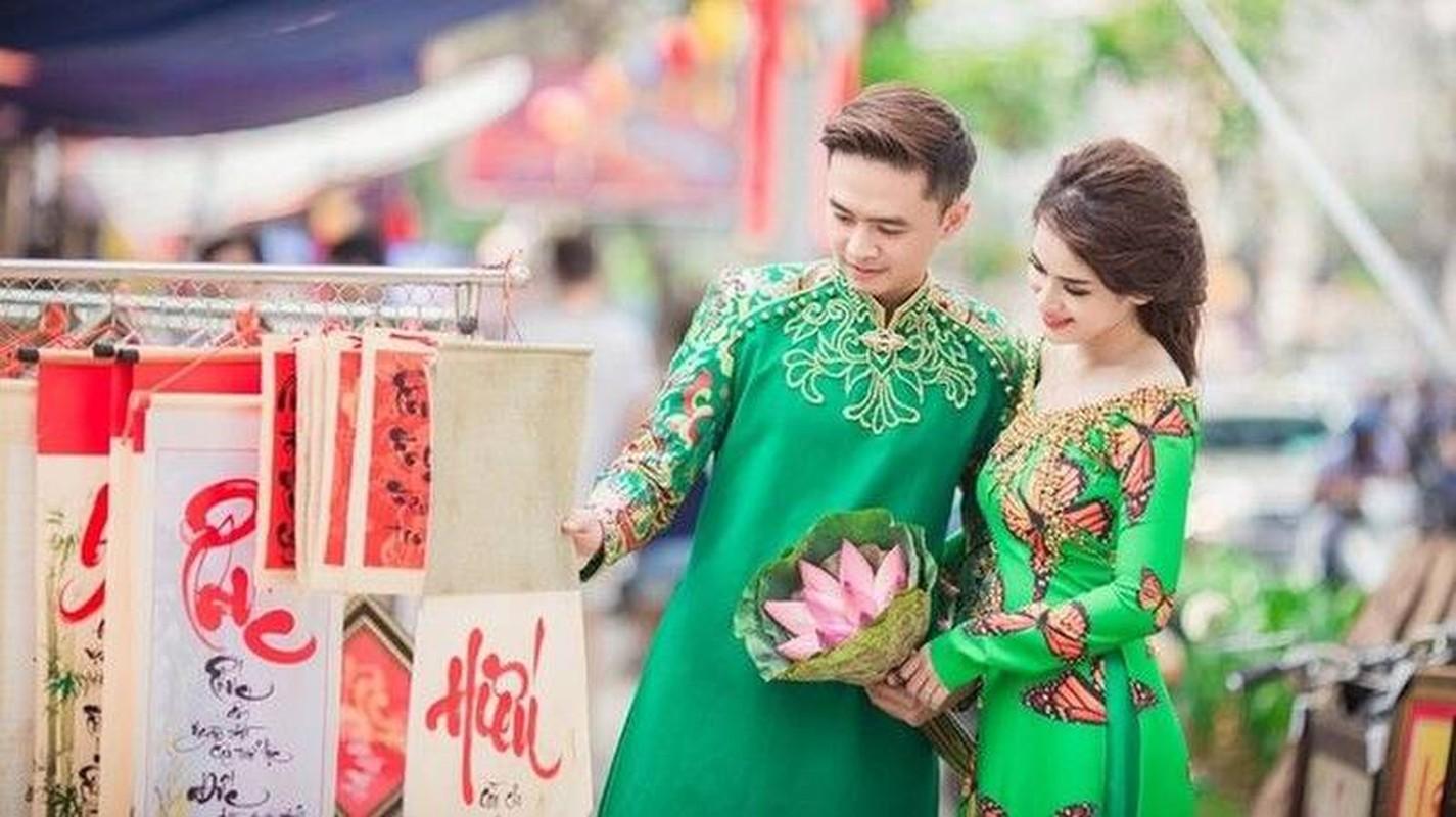 Tinh tre Le Quyen va cac sao nam dien ao dai don Tet cuc nam tinh-Hinh-12