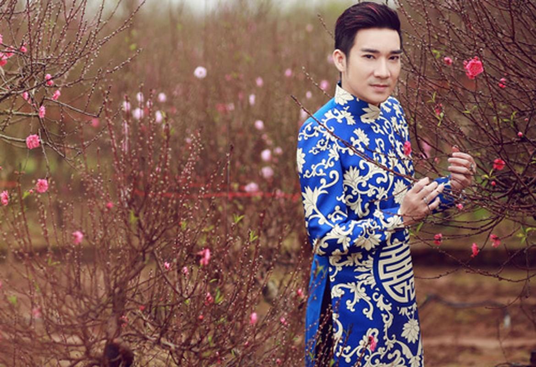 Tinh tre Le Quyen va cac sao nam dien ao dai don Tet cuc nam tinh-Hinh-7