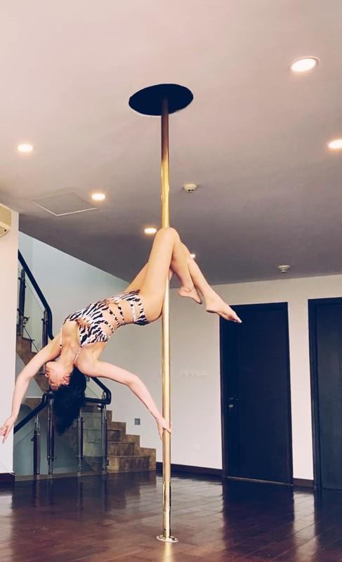 MC Phuong Mai me tap yoga, mua cot de giu dang quyen ru-Hinh-10
