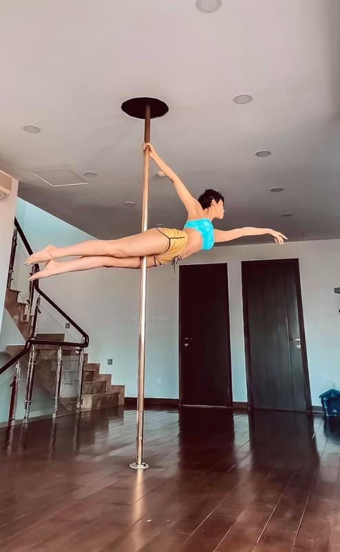 MC Phuong Mai me tap yoga, mua cot de giu dang quyen ru-Hinh-11