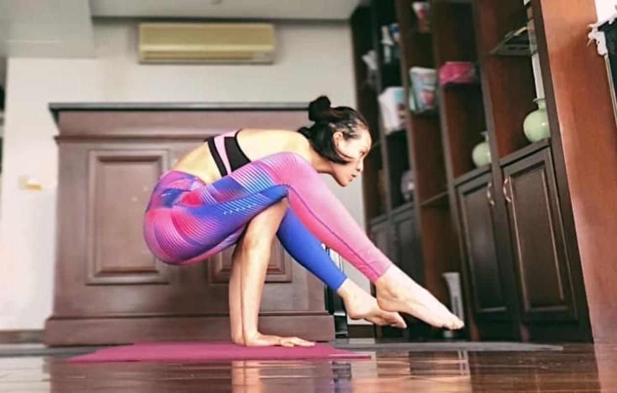 MC Phuong Mai me tap yoga, mua cot de giu dang quyen ru-Hinh-2