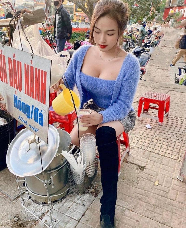 Hot girl ban sua dau nanh tai Da Lat an mac goi cam