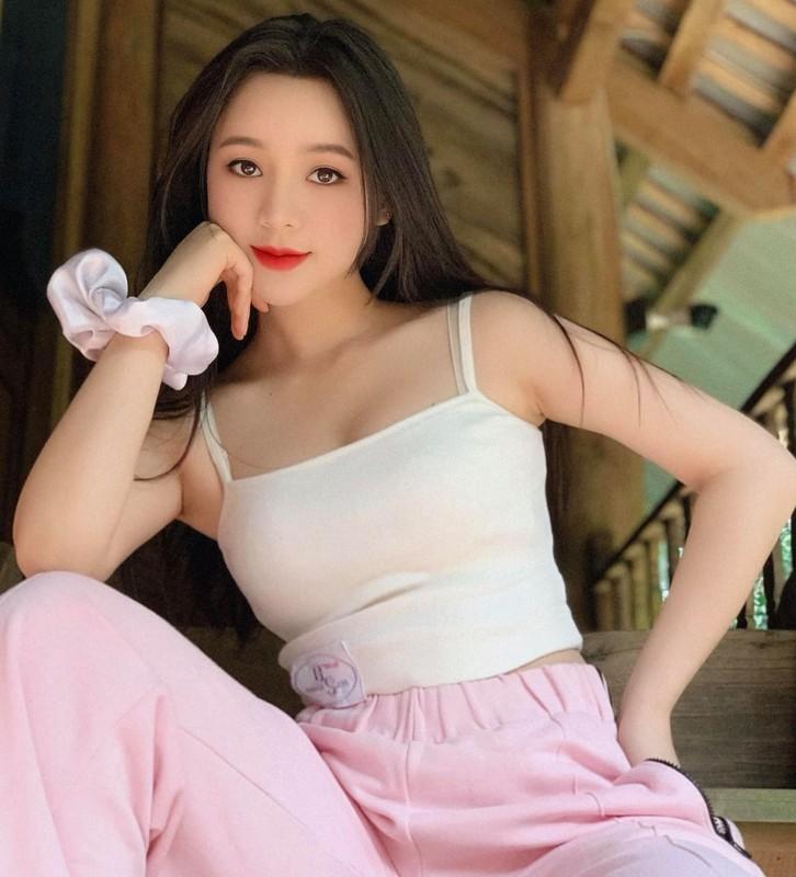 Hot girl dong Huong duong nguoc nang ngoai doi an mac goi cam khong ngo-Hinh-3