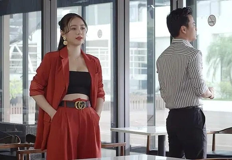 Hot girl dong Huong duong nguoc nang ngoai doi an mac goi cam khong ngo