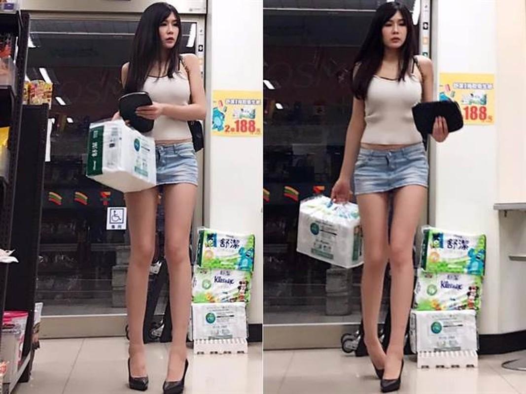 Nguoi dep Trung Quoc gay buc xuc vi dien do cuc ngan khoe chan dai