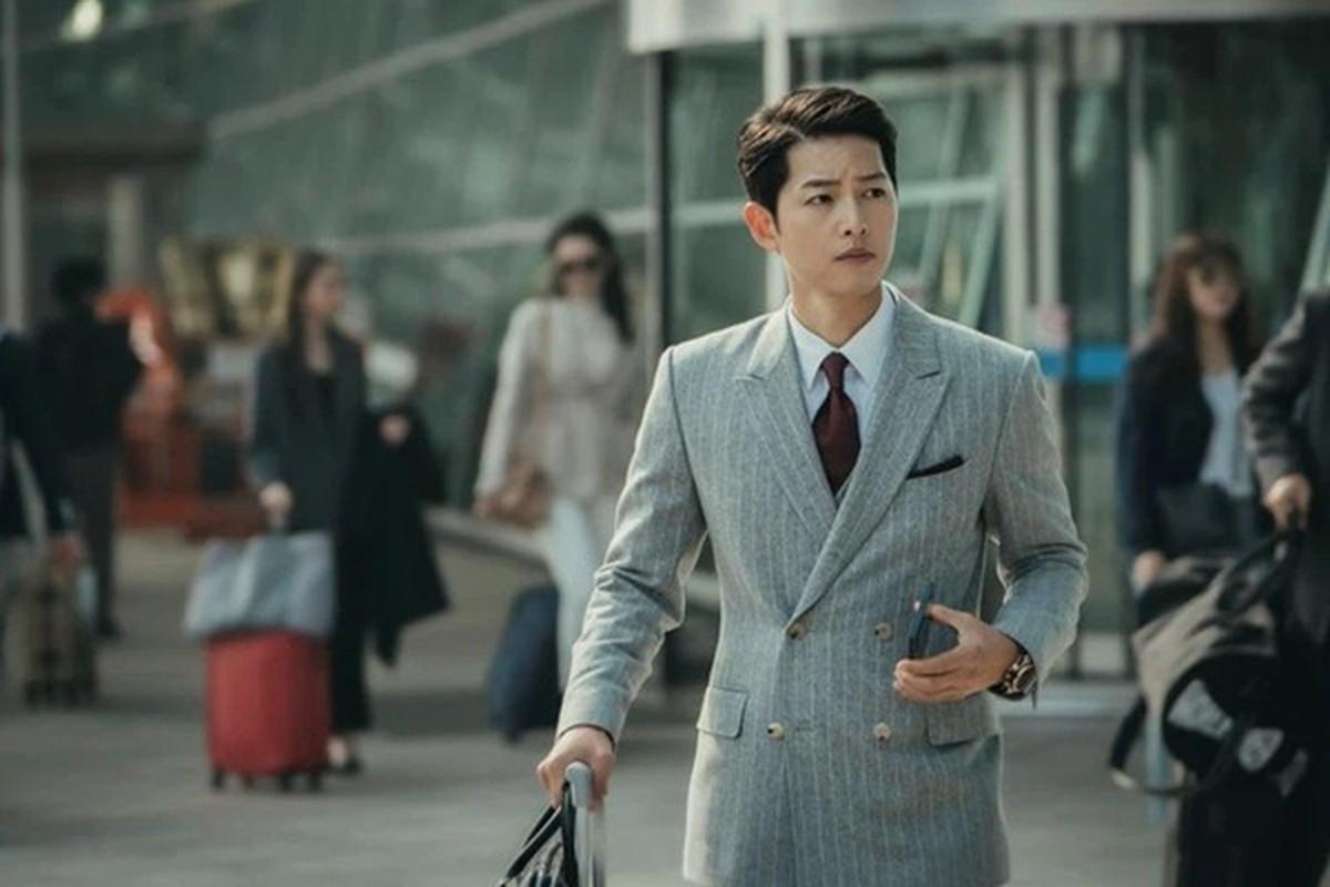 Ngam gu thoi trang cuc sanh dieu cua Song Joong Ki trong phim moi Vincenzo-Hinh-2