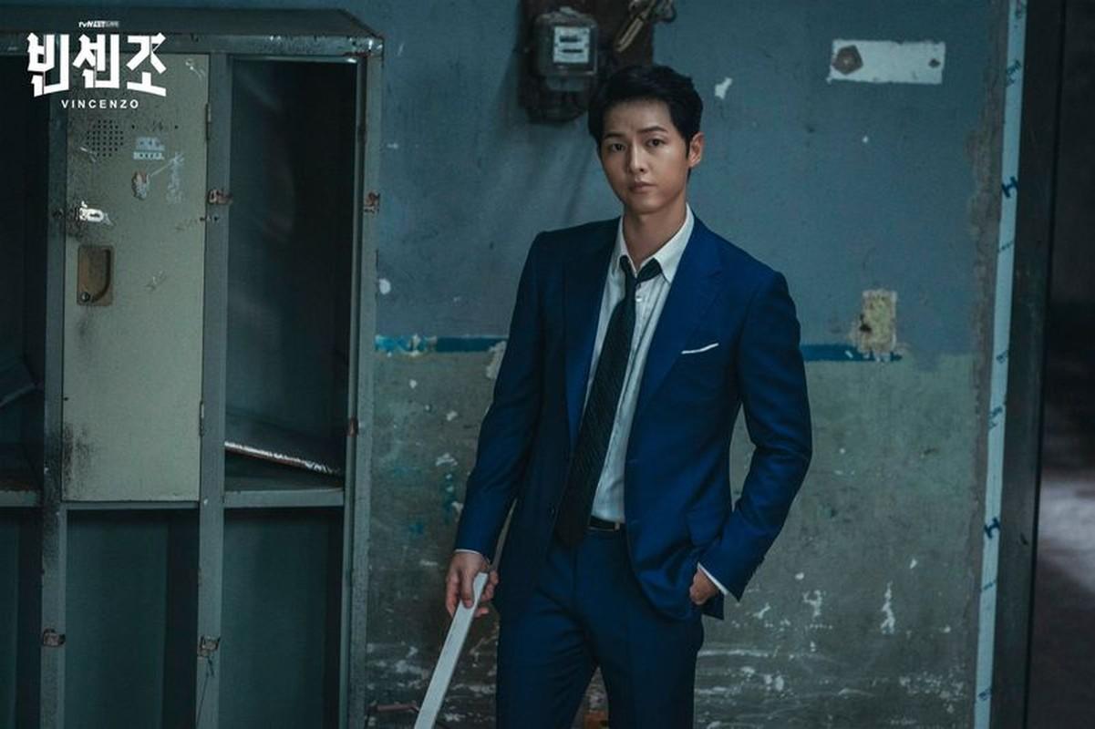 Ngam gu thoi trang cuc sanh dieu cua Song Joong Ki trong phim moi Vincenzo-Hinh-3
