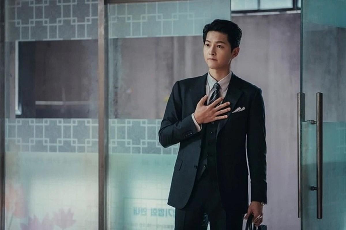 Ngam gu thoi trang cuc sanh dieu cua Song Joong Ki trong phim moi Vincenzo