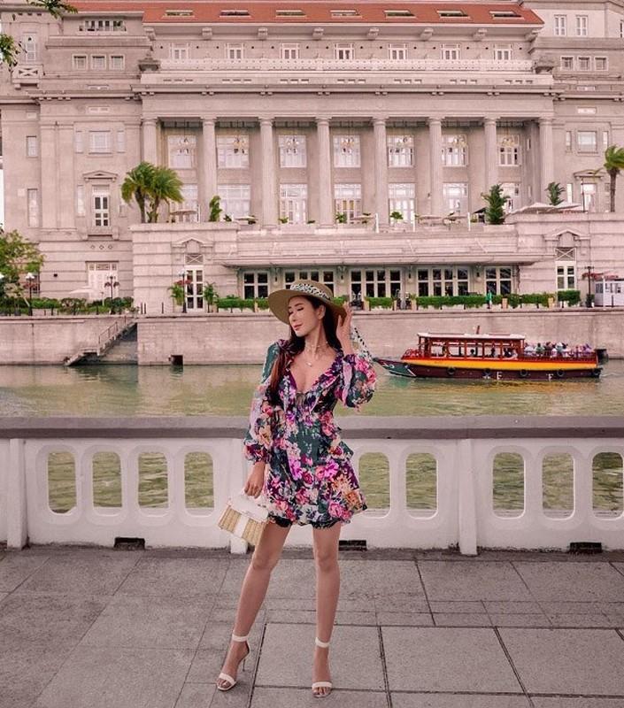 """Gu thoi trang tre trung dang nguong mo cua """"ba hoang hang hieu"""" Singapore U50-Hinh-6"""