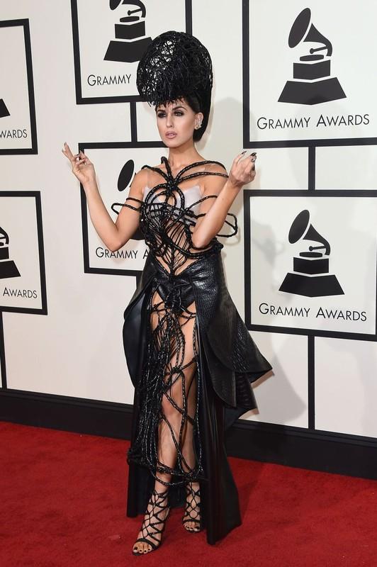 """Loat trang phuc ky di tai Grammy khien nguoi ham mo """"choang vang""""-Hinh-10"""
