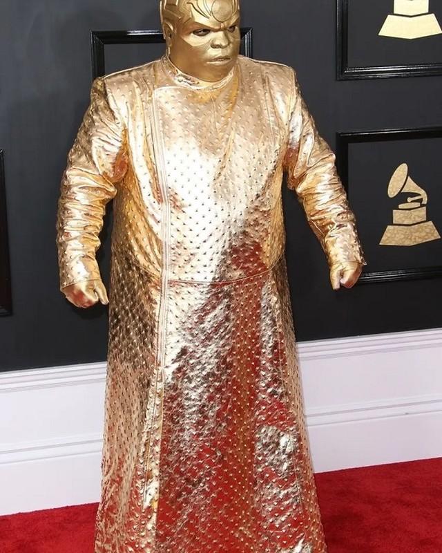 """Loat trang phuc ky di tai Grammy khien nguoi ham mo """"choang vang""""-Hinh-5"""