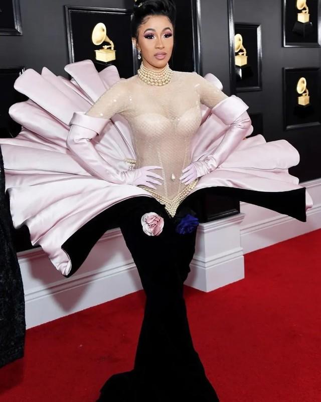 """Loat trang phuc ky di tai Grammy khien nguoi ham mo """"choang vang""""-Hinh-6"""