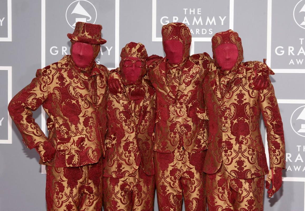 """Loat trang phuc ky di tai Grammy khien nguoi ham mo """"choang vang""""-Hinh-7"""
