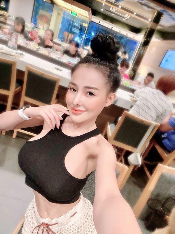 """Hot girl Ngan 98 va nhung man dien trang phuc sexy khoe body """"boc lua""""-Hinh-3"""