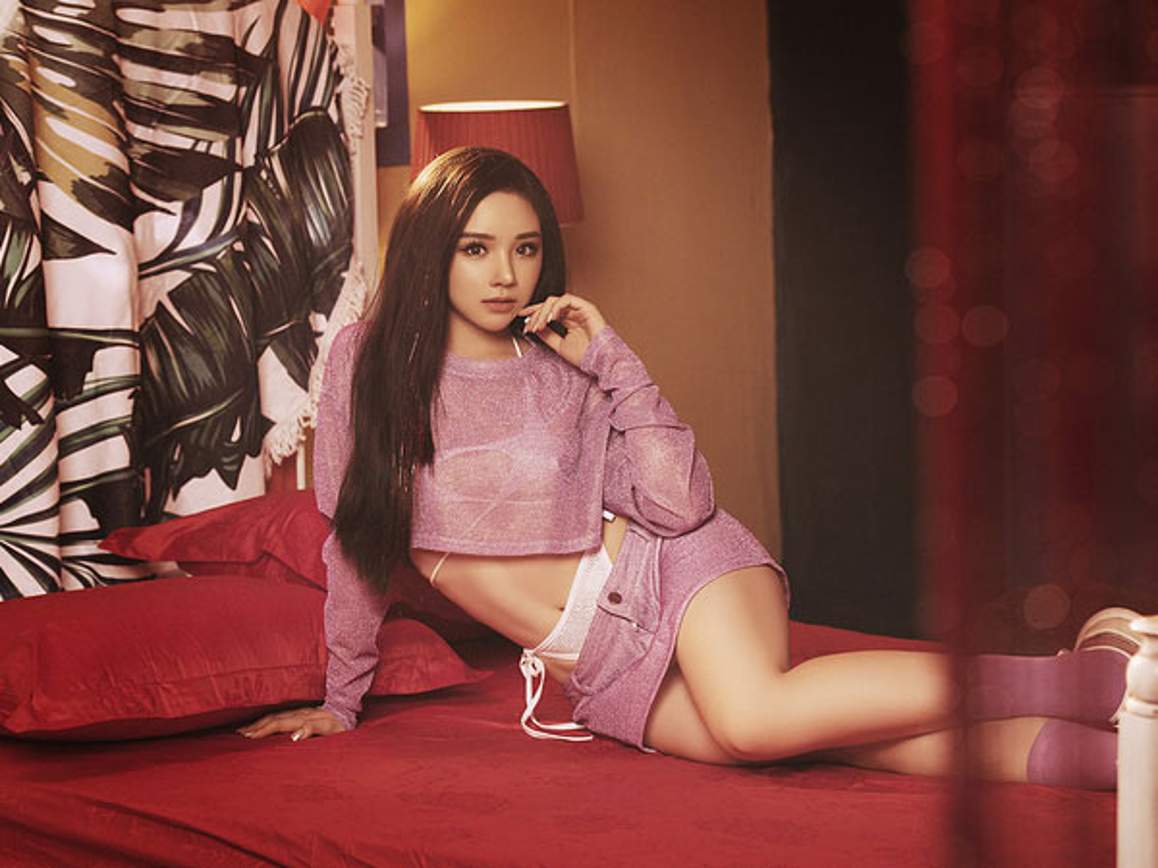 """Nong mat"" mot quan tre khoe body cuc sexy cua cac hot girl-Hinh-4"