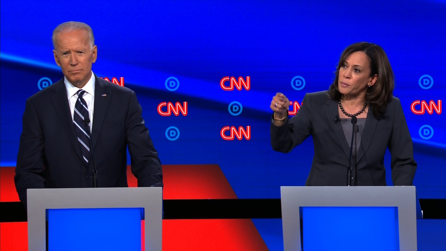 "Vi sao ong Joe Biden ""chon mat gui vang"" ba Kamala Harris lam ""pho tuong""?"