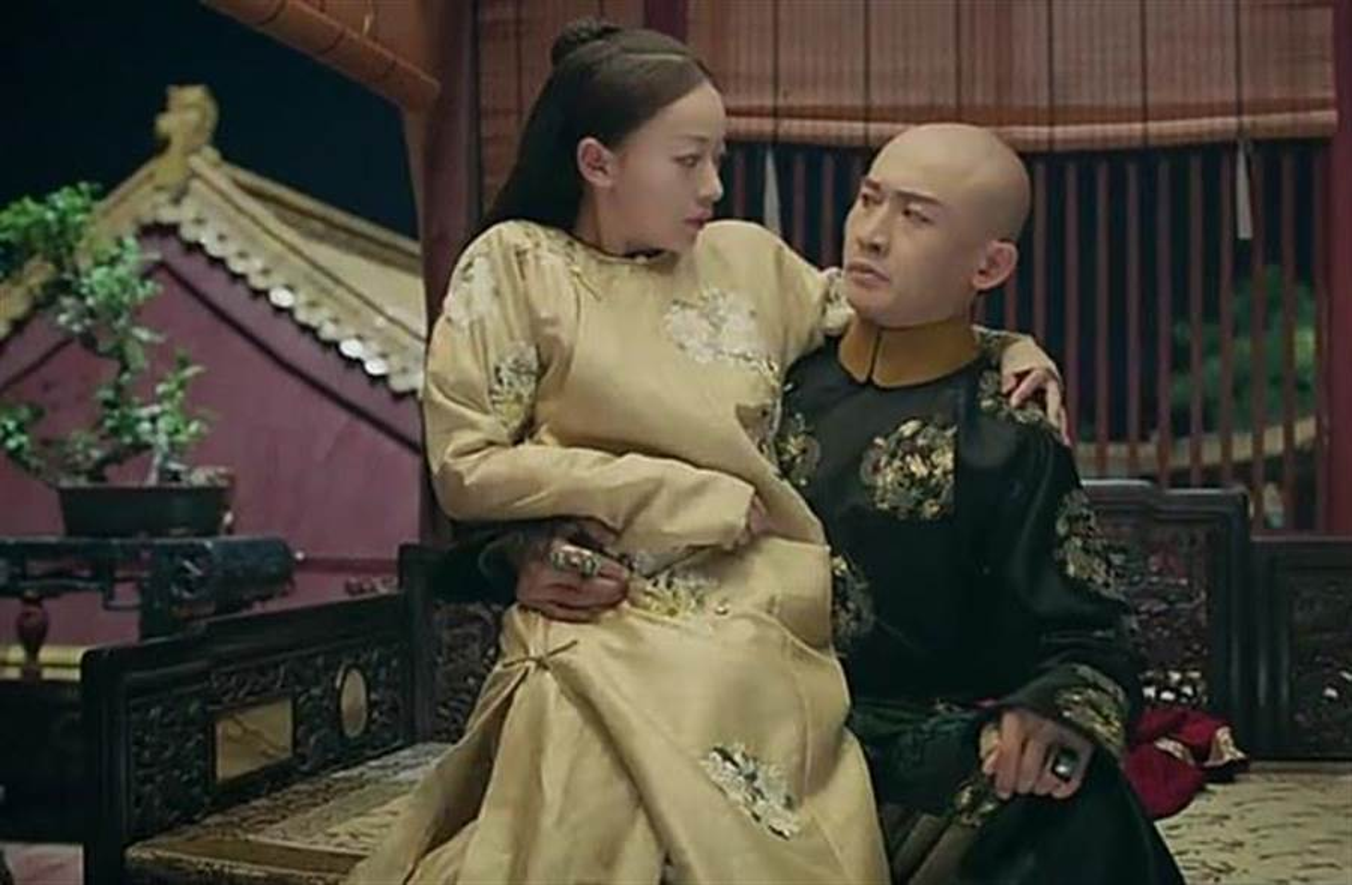 """Hoang de ngo nghech bi hoang hau xau xi """"cam sung"""", long quyen-Hinh-3"""