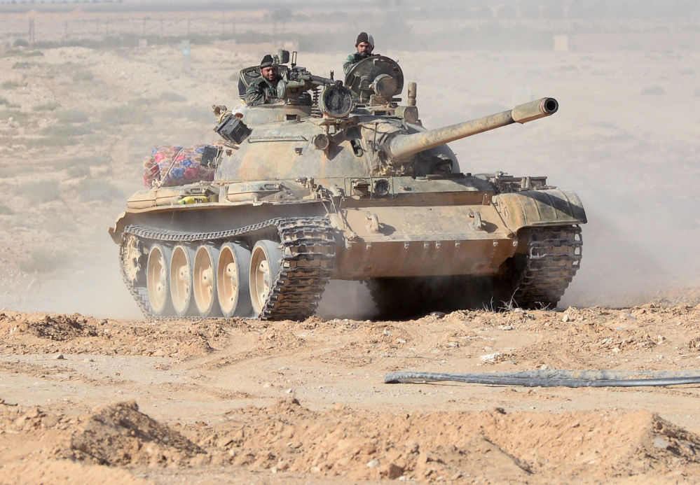 Can canh xe tang T-55 Syria tung hoanh can quet IS