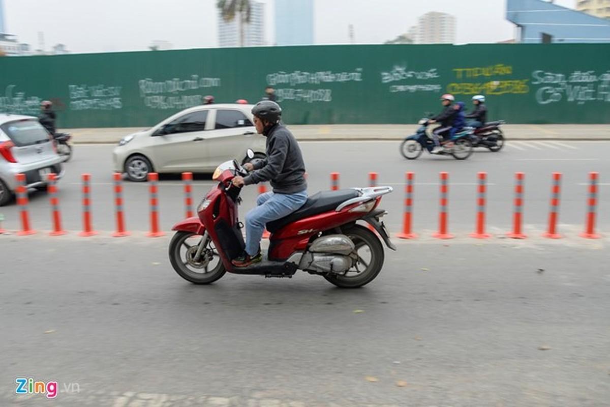 Anh: Oto, xe may phong vun vut trong lan buyt nhanh du duong vang-Hinh-6