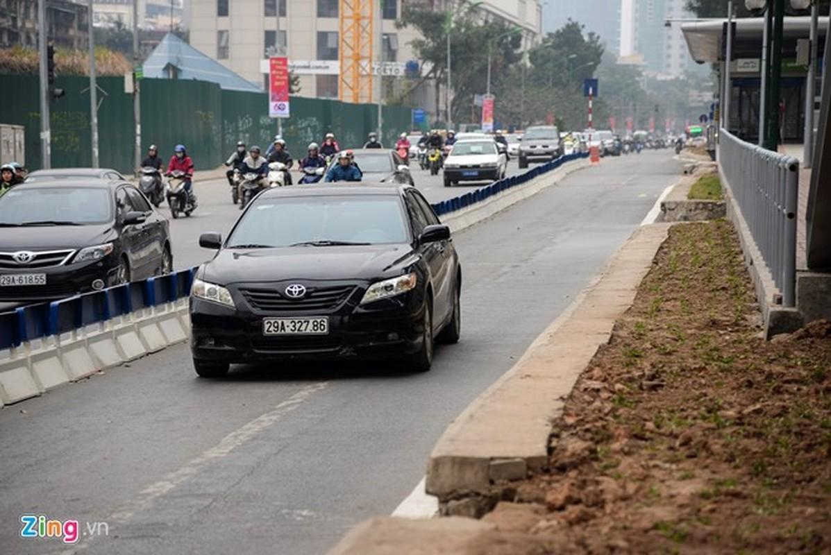 Anh: Oto, xe may phong vun vut trong lan buyt nhanh du duong vang-Hinh-7