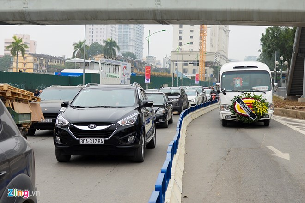 Anh: Oto, xe may phong vun vut trong lan buyt nhanh du duong vang-Hinh-8