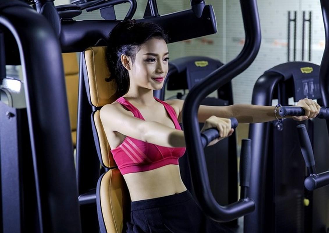Ngam dan hot girl DH Ngoai Thuong khoe eo thon, chan dai-Hinh-6