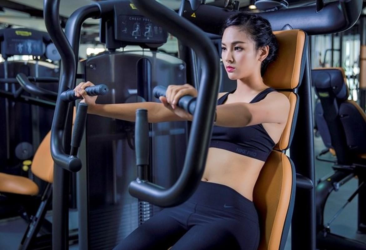 Ngam dan hot girl DH Ngoai Thuong khoe eo thon, chan dai-Hinh-7