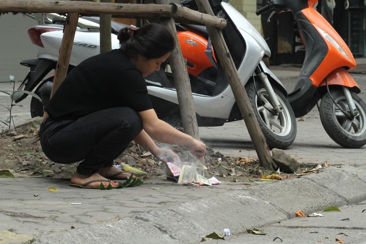 Nguoi dan Ha Noi hoa vang ma Tat nien don nam moi-Hinh-2