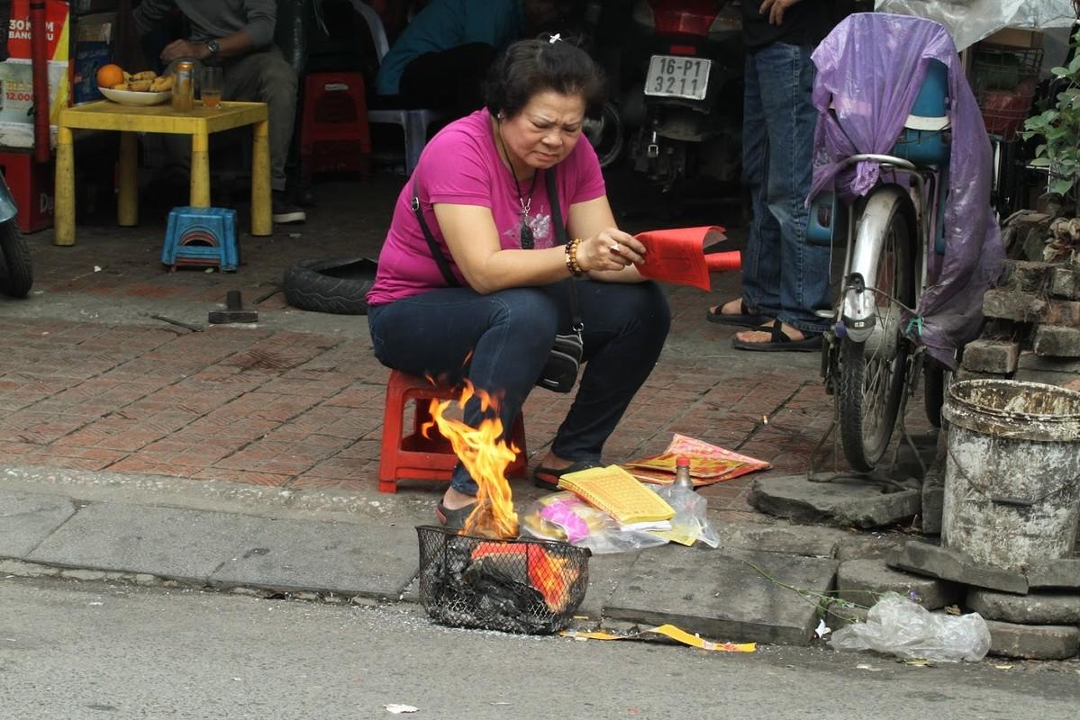 Nguoi dan Ha Noi hoa vang ma Tat nien don nam moi-Hinh-3