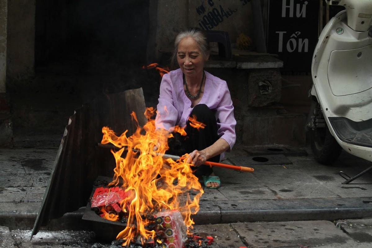 Nguoi dan Ha Noi hoa vang ma Tat nien don nam moi-Hinh-6