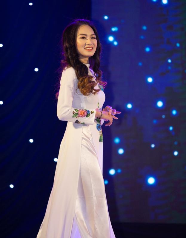 Soi dan Hoa khoi cua loat truong dai hoc toan hot girl-Hinh-8