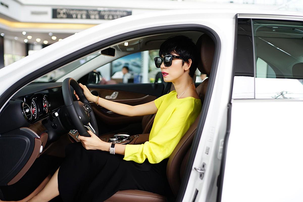 Sieu mau Xuan Lan tau xe sang Mercedes-Benz E200 hon 2 ty-Hinh-4