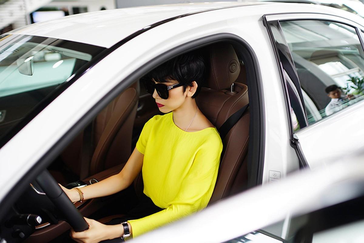 Sieu mau Xuan Lan tau xe sang Mercedes-Benz E200 hon 2 ty-Hinh-7