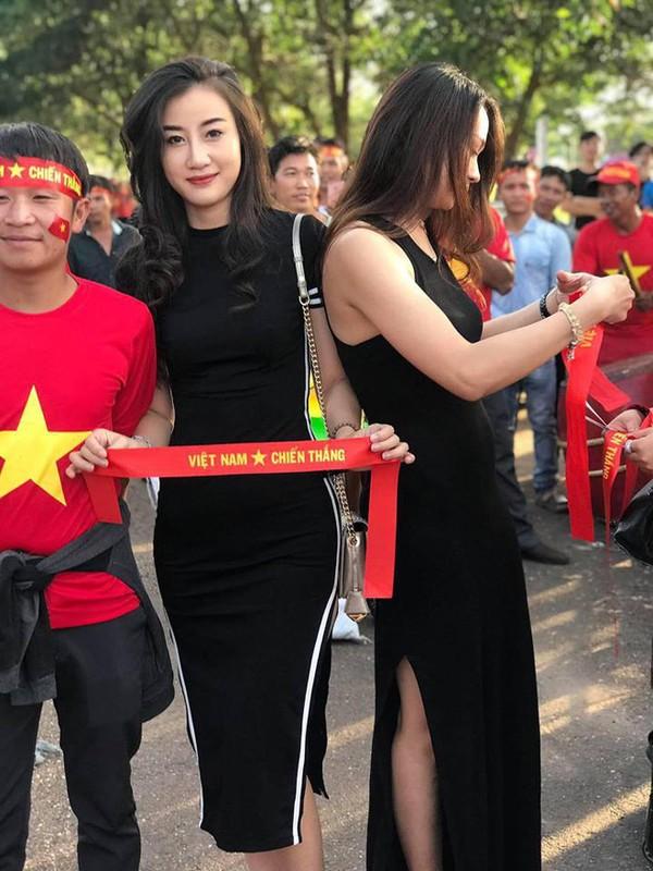 CDV nu DT Viet Nam tai Lao duoc san lung vi voc dang qua dep-Hinh-2