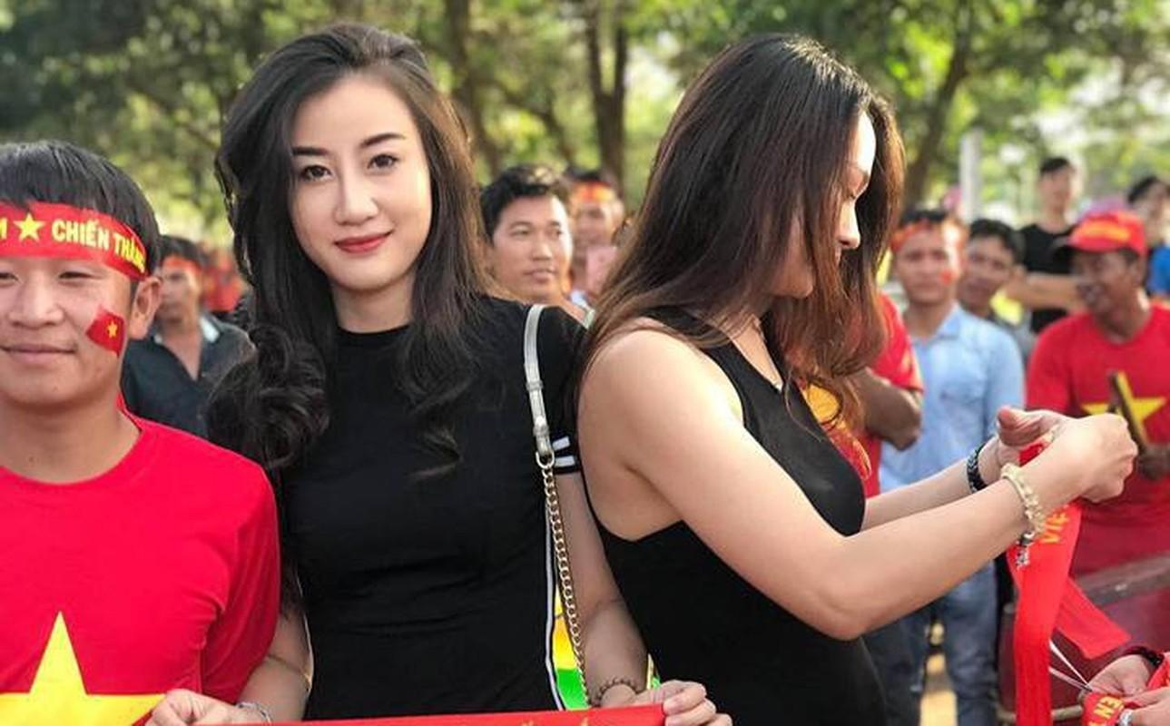 CDV nu DT Viet Nam tai Lao duoc san lung vi voc dang qua dep