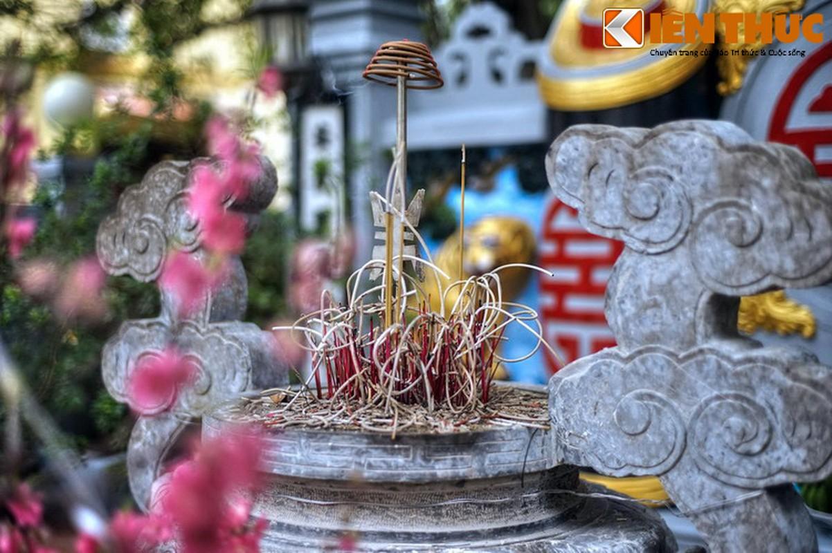 Can canh lang mo giua pho phuong Ha Noi cua vua Phung Hung-Hinh-12