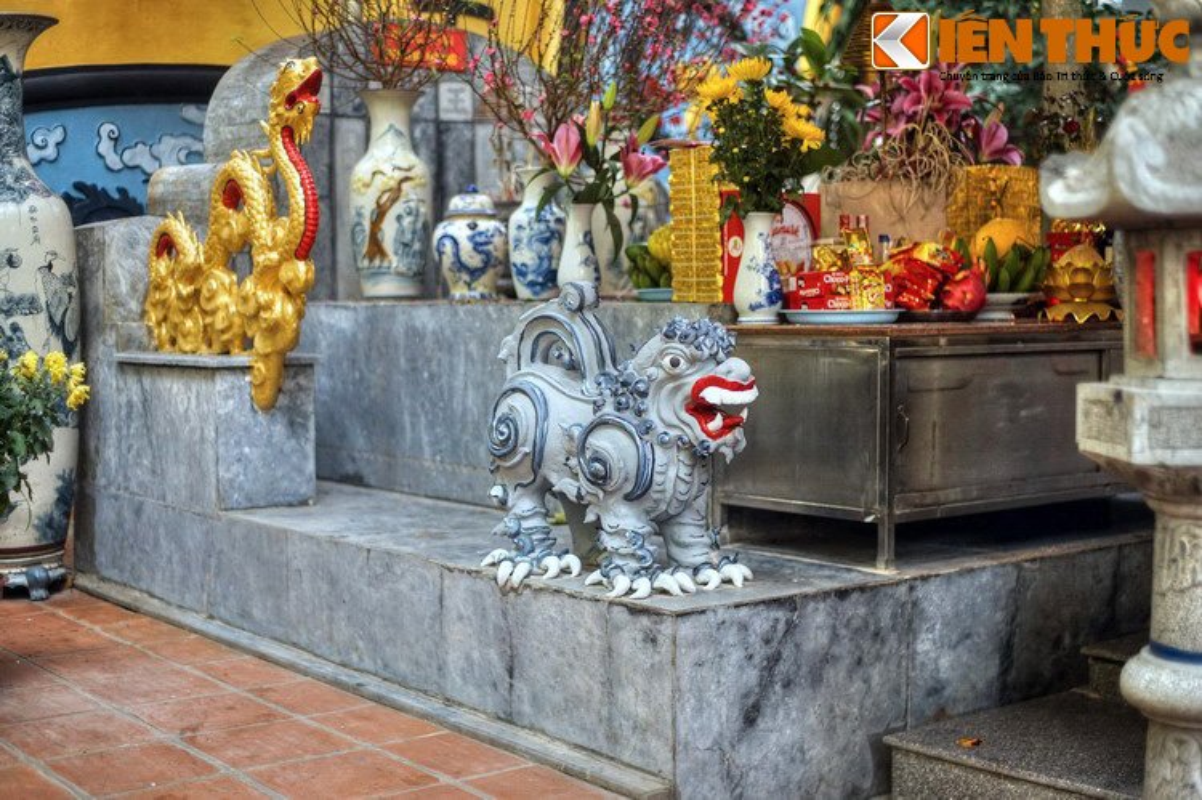 Can canh lang mo giua pho phuong Ha Noi cua vua Phung Hung-Hinh-5