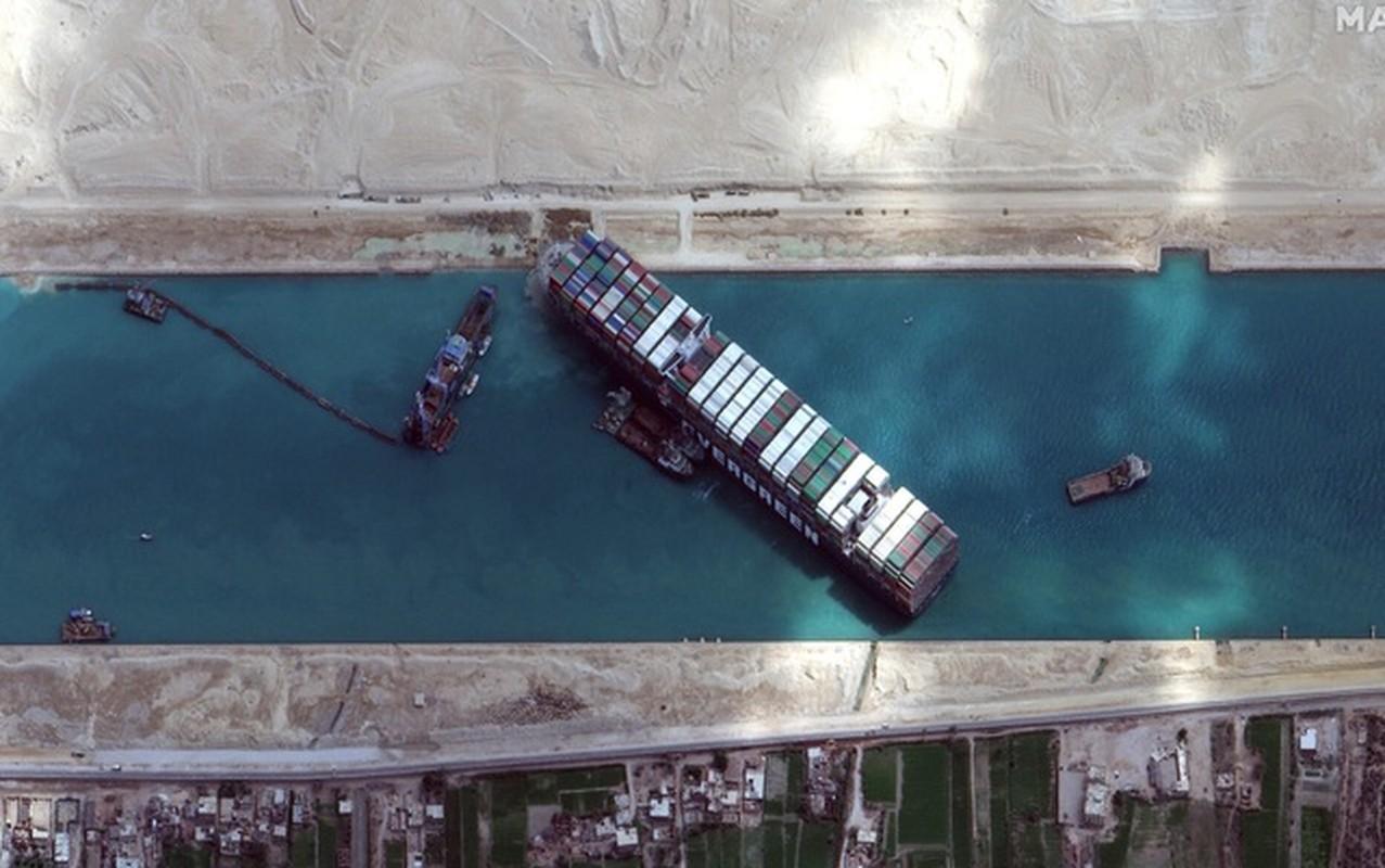 Loi dung thuy trieu, sieu tau mac ket tren kenh dao Suez thoat nan-Hinh-3