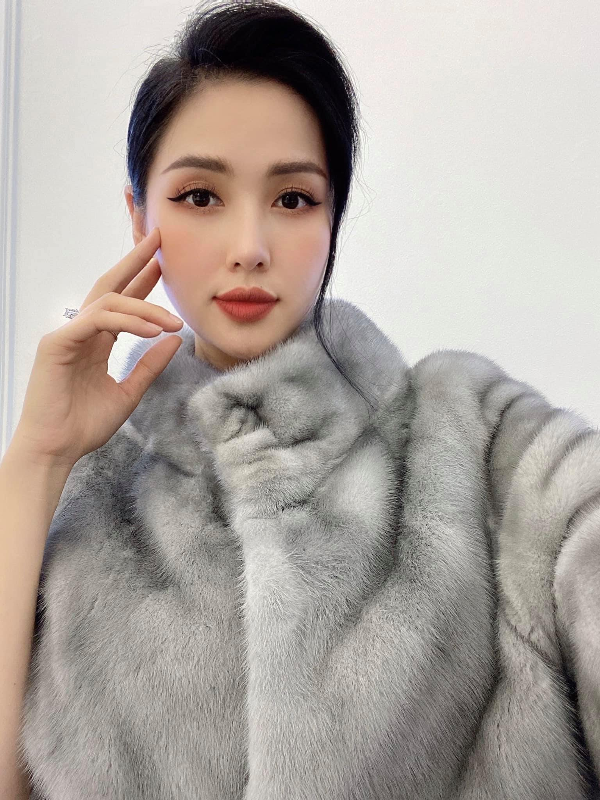 Khoe anh gia dinh, cuu hot girl Tam Tit lo thoi trang kem duyen-Hinh-10