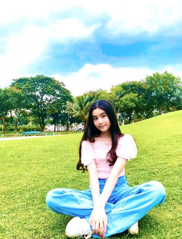 "Ra dang Hoa hau tuong lai, tieu thu nha Quyen Linh ""gay bao"" mang-Hinh-11"